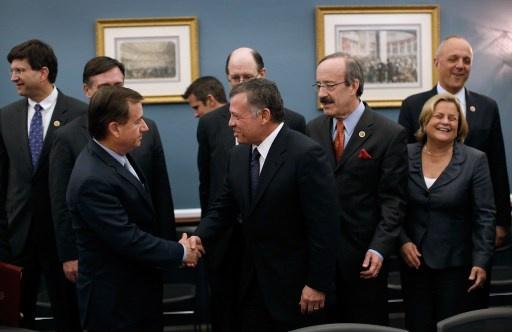 العاهل الاردني يبحث مع اعضاء الكونغرس الامريكي الملفين السوري والفلسطيني