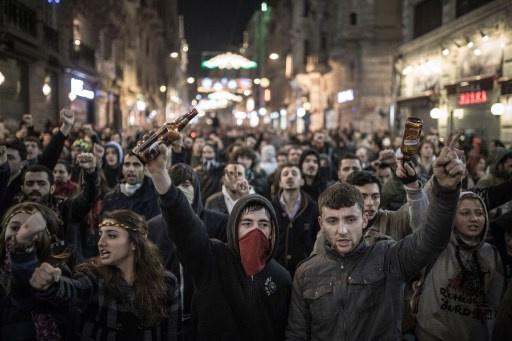 محكمة تركية تقضي بسجن 17 متظاهراً بتهمة اهانة رئيس الوزراء