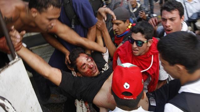 فنزويلا: 3 قتلى وأكثر من 60 جريحا في مظاهرات ضد الحكومة (فيديو)