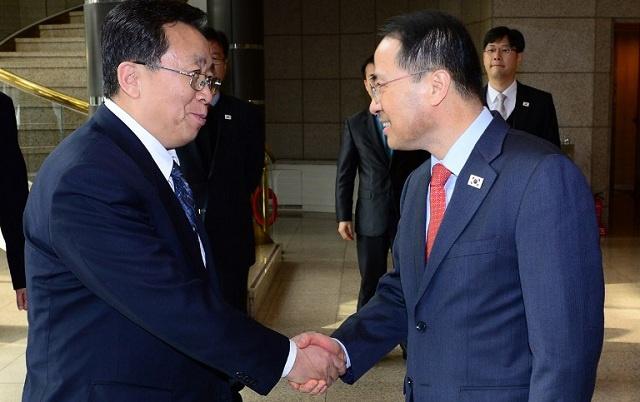 الكوريتان تبدآن أول مفاوضات رفيعة المستوى بينهما منذ عام 2007