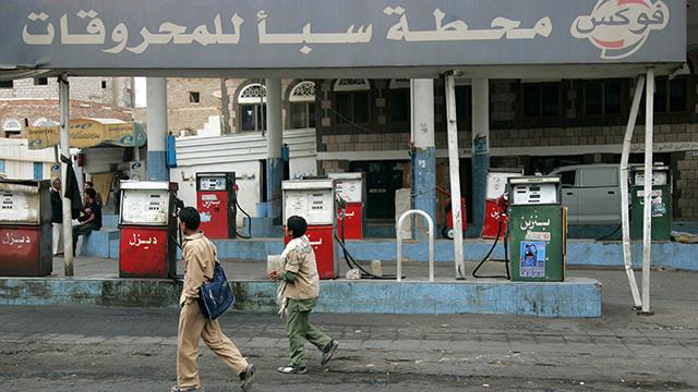 اليمن يستورد مشتقات نفطية تجاوزت قيمتها عائداته من صادرات النفط الخام