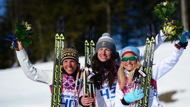البولندية كوفالتشيك تفوز بذهبية سباق التزلج لمسافة 10 كلم
