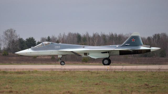 مقاتلة من طراز تي-50 تنقل إلى قاعدة اختبار الطائرات في أختوبينسك
