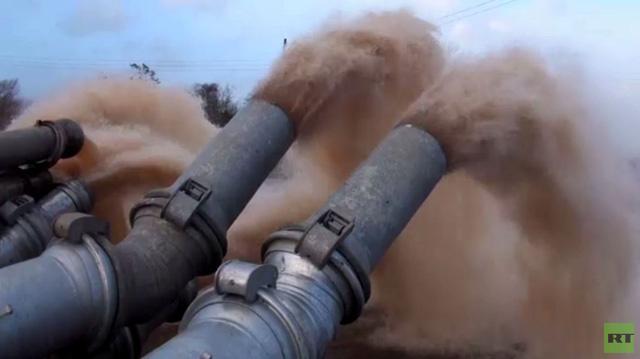 ملايين الأطنان من الماء تشفط في إحدى المدن البريطانية (فيديو)