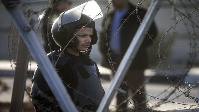 مقتل شرطيين طعنا بالسكاكين على يد أنصار المعزول بالقاهرة