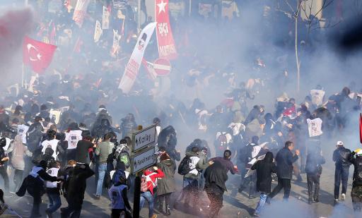 تفريق محتجين في انقرة باستخدام الغاز المسيل للدموع