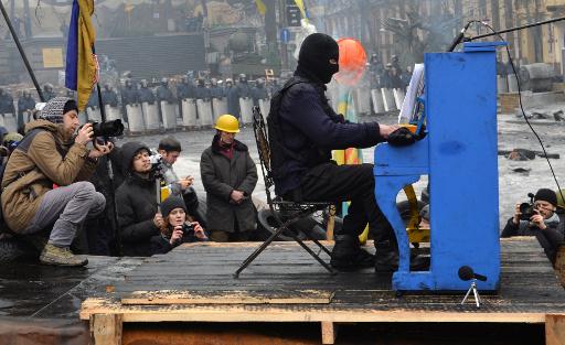 فشل المعارضة الاوكرانية في تنظيم اضراب عام.. ونشطاء القرم يطالبون السلطة والمحتجين بوقف العنف
