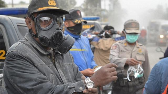 إغلاق 3 مطارات وإجلاء الآلاف بعد ثوران بركان كيلود في اندونيسيا