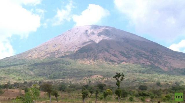 ثوران بركان تشاباراستيك في السلفادور (فيديو)