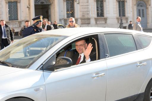 الرئيس الايطالي يقبل استقالة رئيس الوزراء