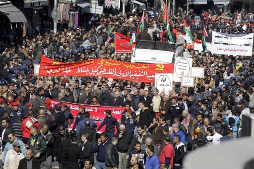مظاهرة في عمان احتجاجا على خطة كيري (فيديو)