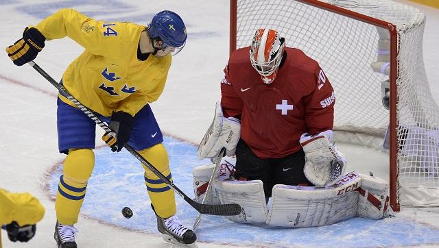 السويد تفوز على سويسرا بشق الأنفس بهدف يتيم بالهوكي