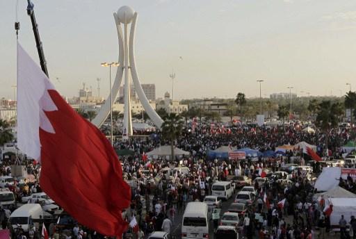 مقتل رجل أمن غداة تفجير استهدف حافلة للشرطة أثناء مظاهرات في البحرين
