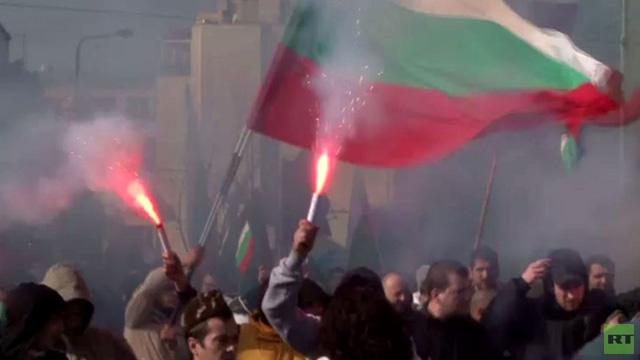 محتجون من اليمين المتطرف في بلغاريا يهاجمون مسجدا (فيديو)