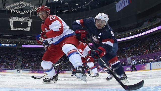 روسيا تتعثر أمام أمريكا في هوكي الجليد