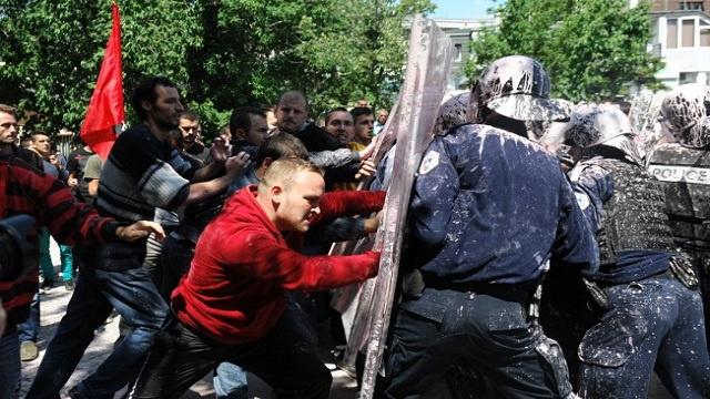 تفريق التظاهرات في الجبل الأسود بالغاز المسيل للدموع