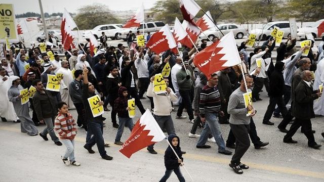 عشرات الآلاف من البحرينيين يحيون يوم الانتفاضة سلميا