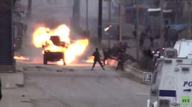 اشتباكات بين الشرطة التركية ومتظاهرين يطالبون باطلاق سراح اوجلان (فيديو)