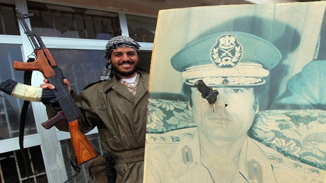 النيجر تسلم ليبيا مسؤولا أمنيا كبيرا في حكومة القذافي