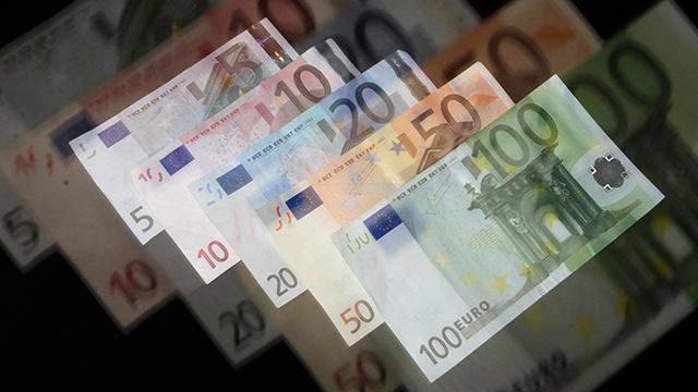 سعر صرف اليورو أمام العملة الروسية يستقر فوق مستوى 48 روبلا