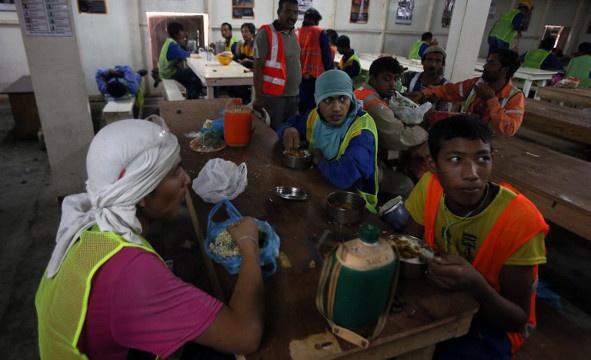 وفاة أكثر من 450 عاملا هنديا بقطر خلال سنتي 2012 و2013