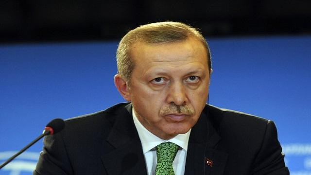 أردوغان : لا أريد أن يغدو الشباب التركي سجينا للإنترنت