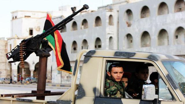 حراس مسلحون يغلقون مطار بنغازي شرق ليبيا