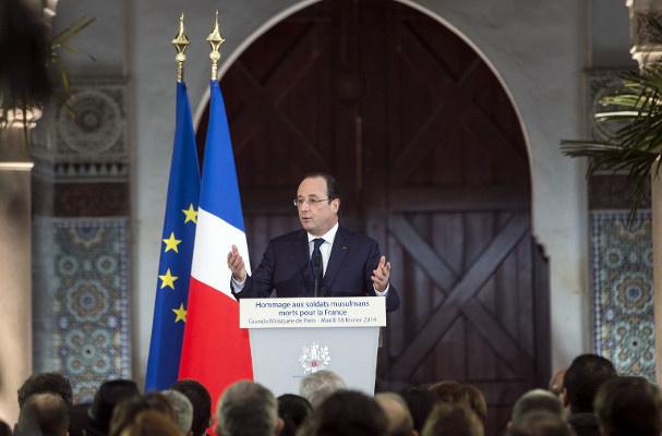 فرانسوا هولاند: فرنسا مدينة بالكثير للجنود المسلمين الذين قتلوا دفاعا عن الجمهورية