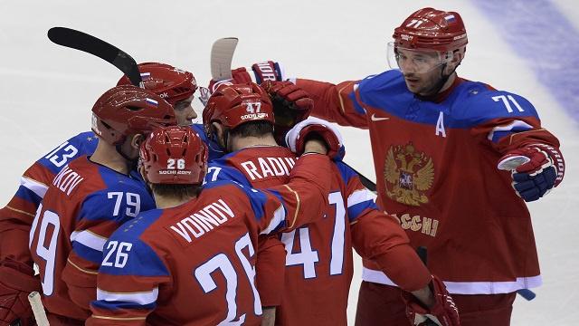 منتخب روسيا للهوكي على الجليد يبلغ ربع نهائي سوتشي