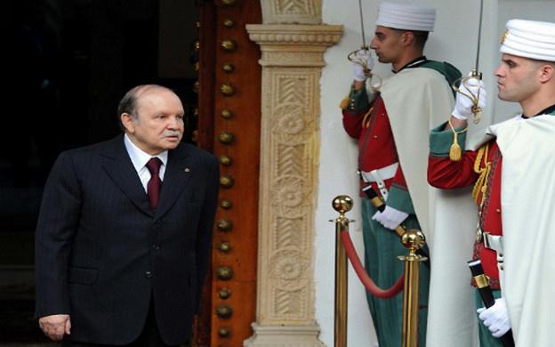 الرئيس الجزائري يندد بمحاولات زعزعة استقرار الجيش