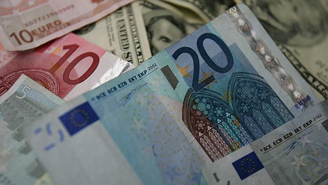 اليورو يسجل مستويات تاريخية جديدة أمام الروبل