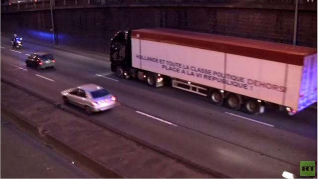 فرنسيان يصلان إلى باريس على متن شاحنة وزنها 38 طنا للاحتجاج على هولاند(فيديو)