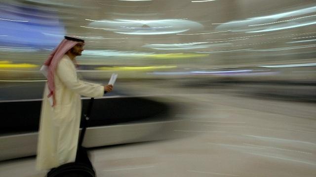 في مطار دبي.. تقنية استخدام الهاتف الذكي بديلا عن جواز السفر