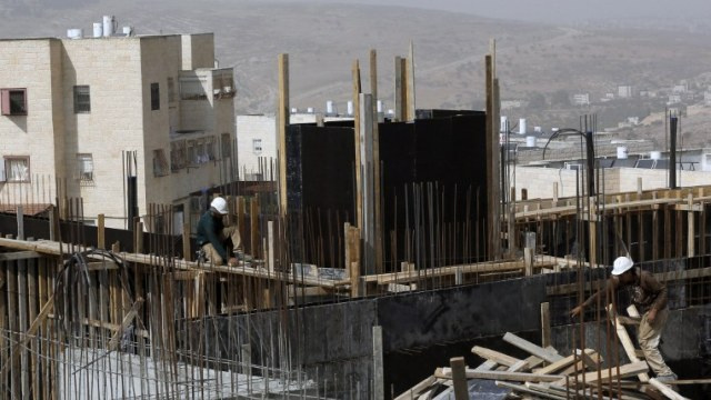 إذاعة: كيري سيطالب إسرائيل بتجميد النشاط الاستيطاني خارج التكتلات الكبيرة