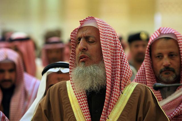 مفتي السعودية يدعو إلى التبرع للسوريين