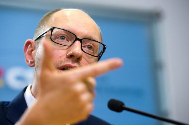 ياتسينيوك يعلن عن توصل المعارضة الأوكرانية لاتفاق هدنة مع الرئيس