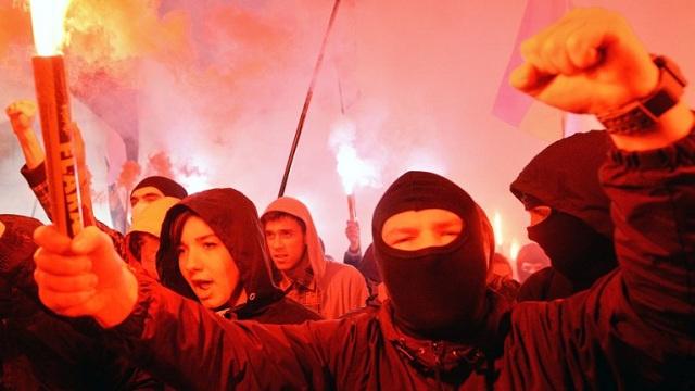 انقسام في صفوف المعارضة الأوكرانية بشأن اتفاق الهدنة مع السلطات والقوى المتطرفة ترفض الالتزام به