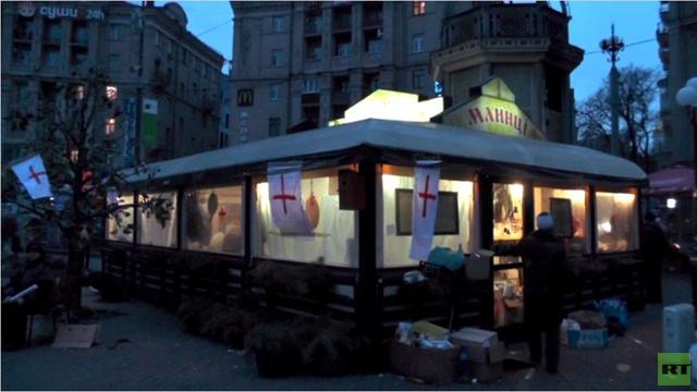 تحويل مطعم للمأكولات السريعة وسط كييف إلى مشفى ميداني (فيديو)