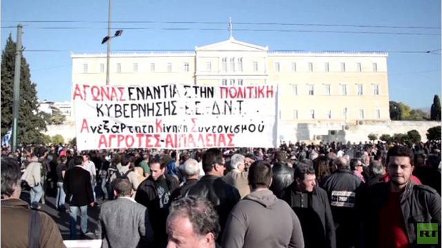 المزارعون اليونانيون يتظاهرون احتجاجا على ارتفاع الضرائب.. (فيديو)