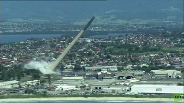 بالفيديو.. تفجير مدخنة ارتفاعها 200 متر في سيدني