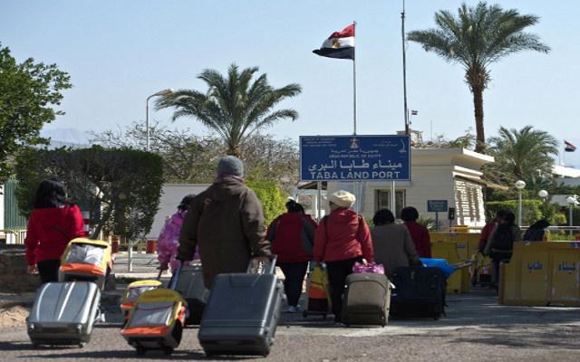 وزير الداخلية المصري يعلن إقامة منطقة عازلة على منفذ طابا الحدودي