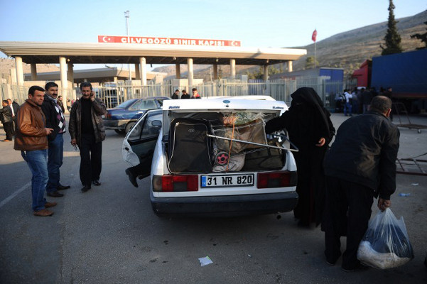 مقتل 6 أشخاص بانفجار قرب معبر باب السلامة السوري على الحدود التركية