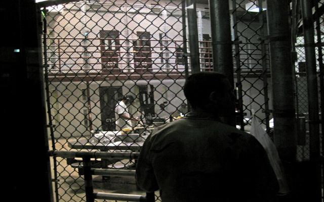 سعودي معتقل بغوانتانامو يقر بالتخطيط للهجوم على ناقلة بترول فرنسية