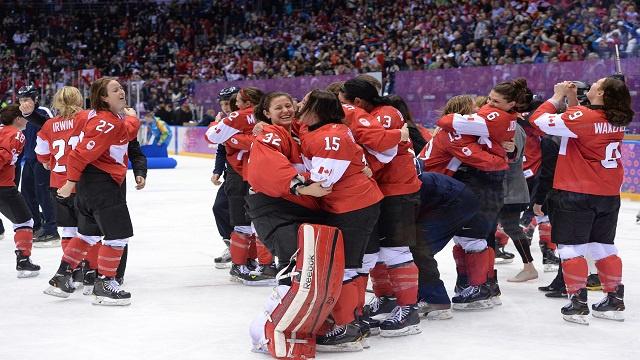 سيدات كندا يتوجن بذهبية الهوكي في سوتشي