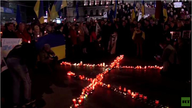 التشيك.. شموع حداد على أرواح ضحايا المواجهات في أوكرانيا (فيديو)