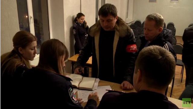 سكان في سيفاستوبول الأوكرانية يشكلون دوريات للحفاظ على الأمن(فيديو)