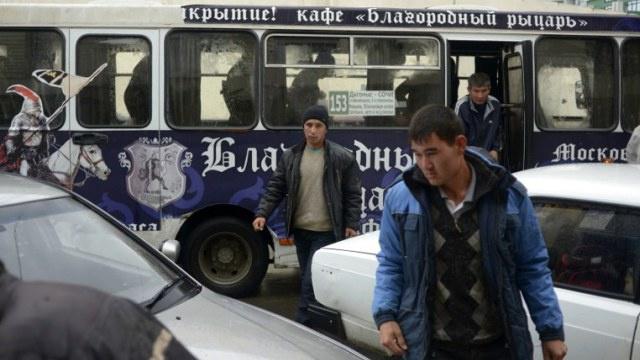 الحكومة الروسية تلزم رب العمل بتوفير ظروف الحياة لعماله الأجانب