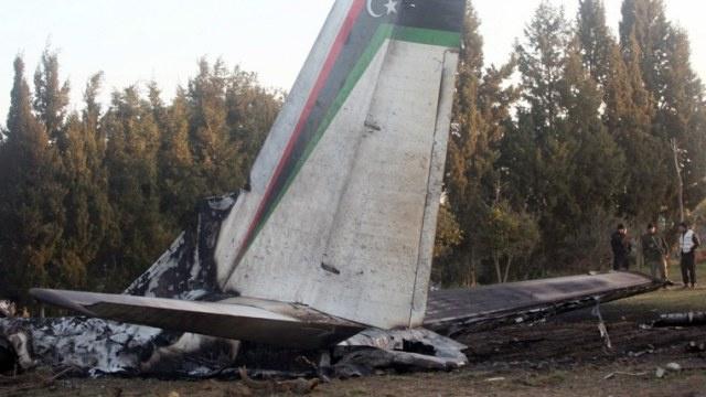 وزارة الداخلية التونسية: الطائرة الليبية سقطت بسبب حريق في أحد محركاتها