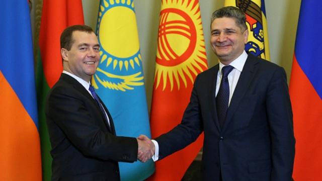 سركيسيان يبحث مع مدفيديف انضمام أرمينيا إلى الاتحاد الجمركي