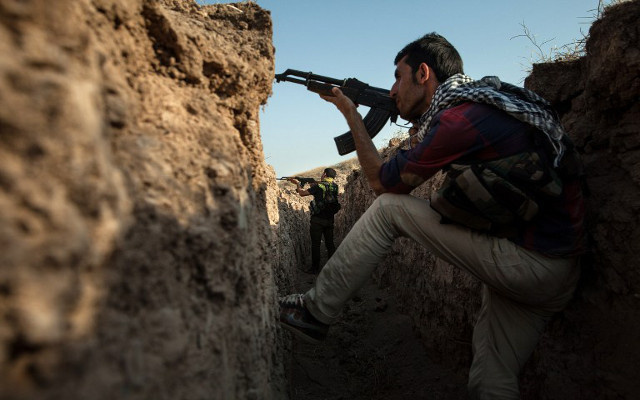 مقاتلون أكراد يطردون